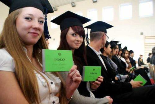 По достижению какого возраста возможно поступить в польское высшее учебное заведение.