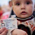 Karta polaka для детей, не достигших 18 лет: кто занимается оформлением и на кого выдается?