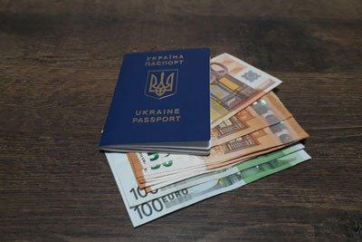 Скільки брати з собою грошей коли їдеш по безвізу