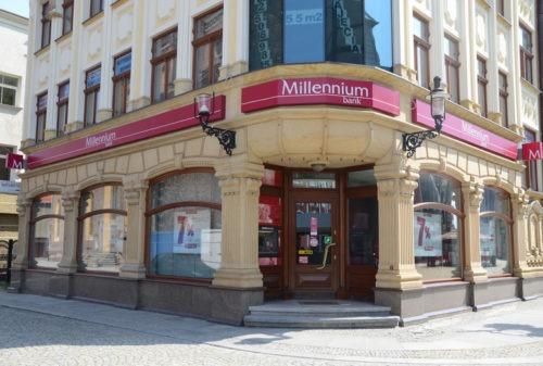 Чи можна знімати кошти з рахунку, перебуваючи за межами Польщі?